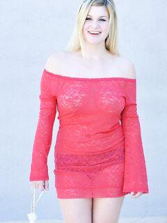Пышная блондинка с большими сиськами - фото