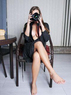 Страстная девушка с большими сиськами - фото