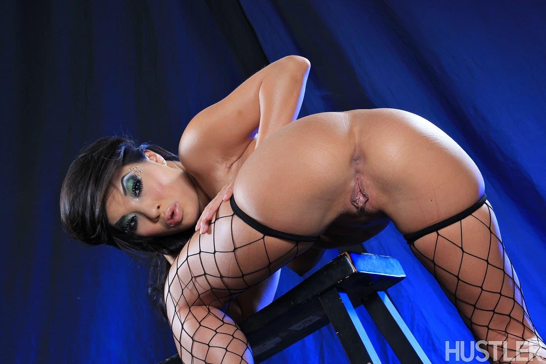 Сексуальная азиатка в чулках с упругой жопой - фото