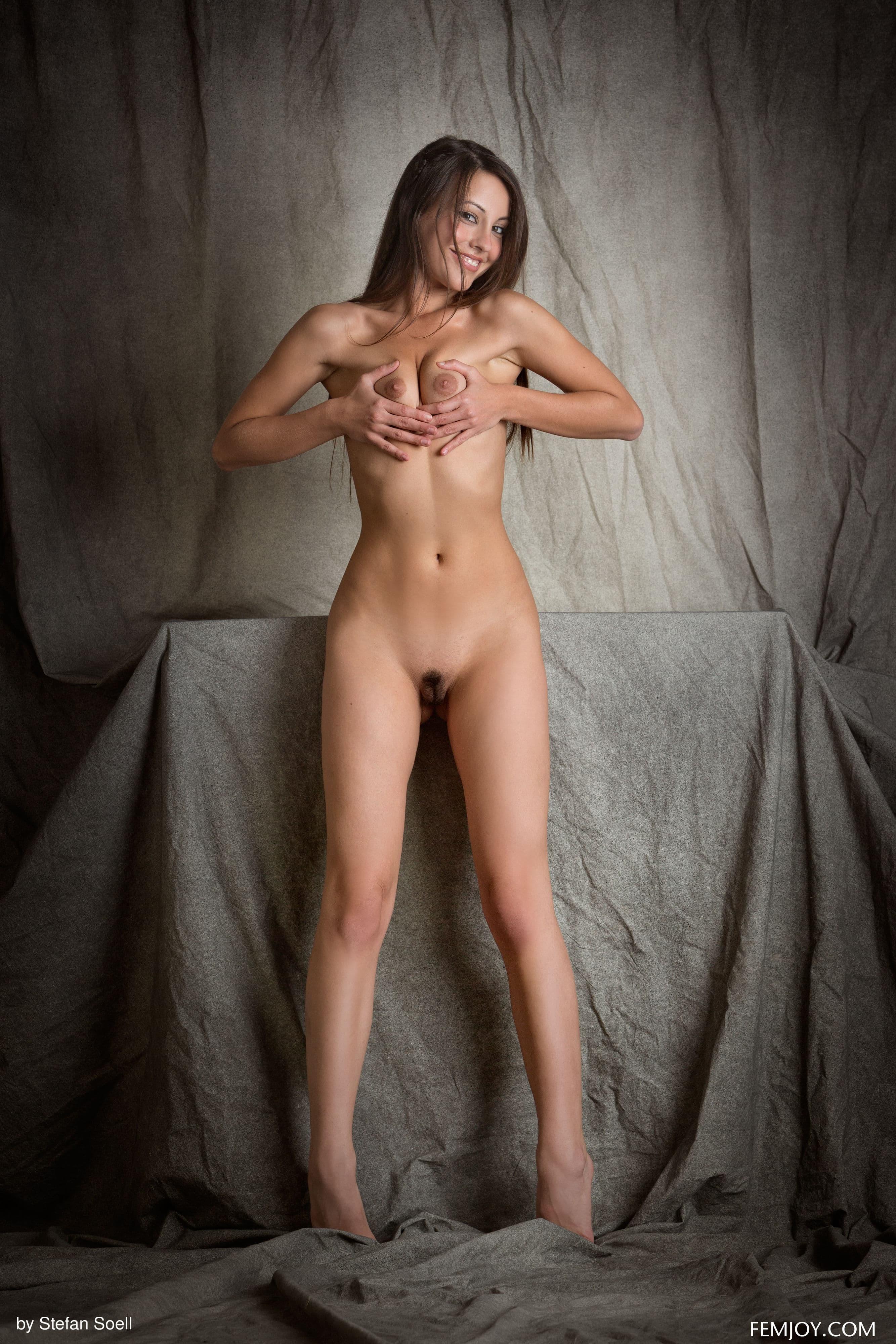 Девушка в переднике с подстриженной писькой - фото