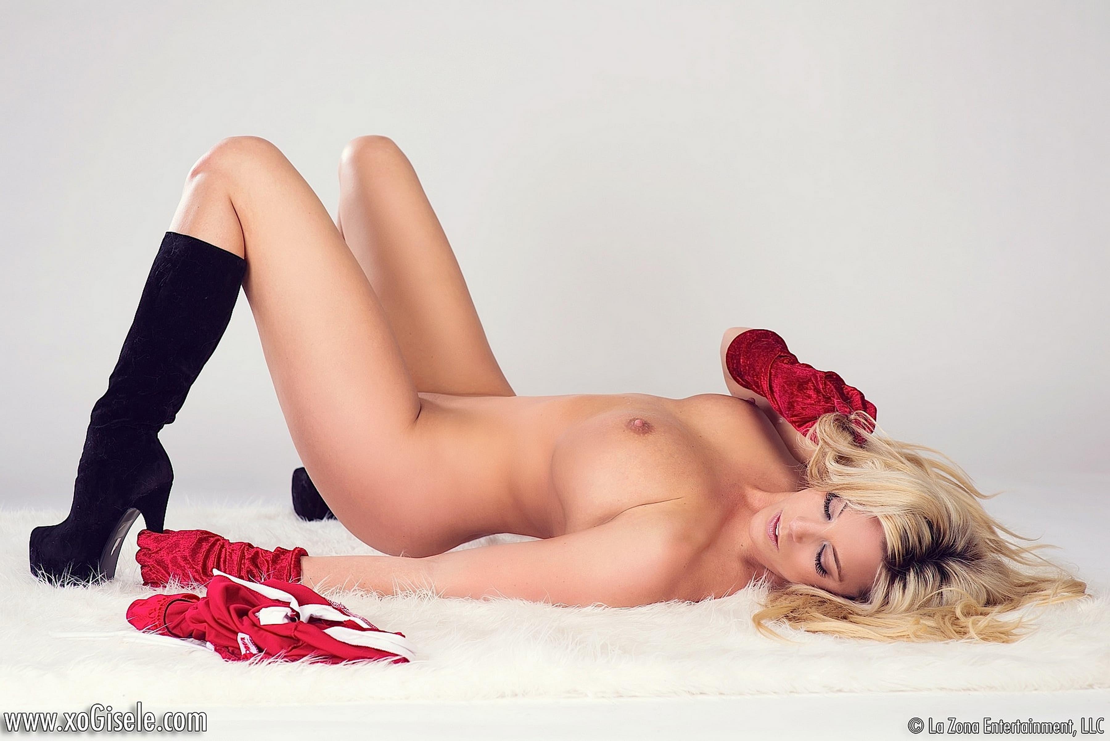 Сексуальная дама в новогоднем наряде - фото