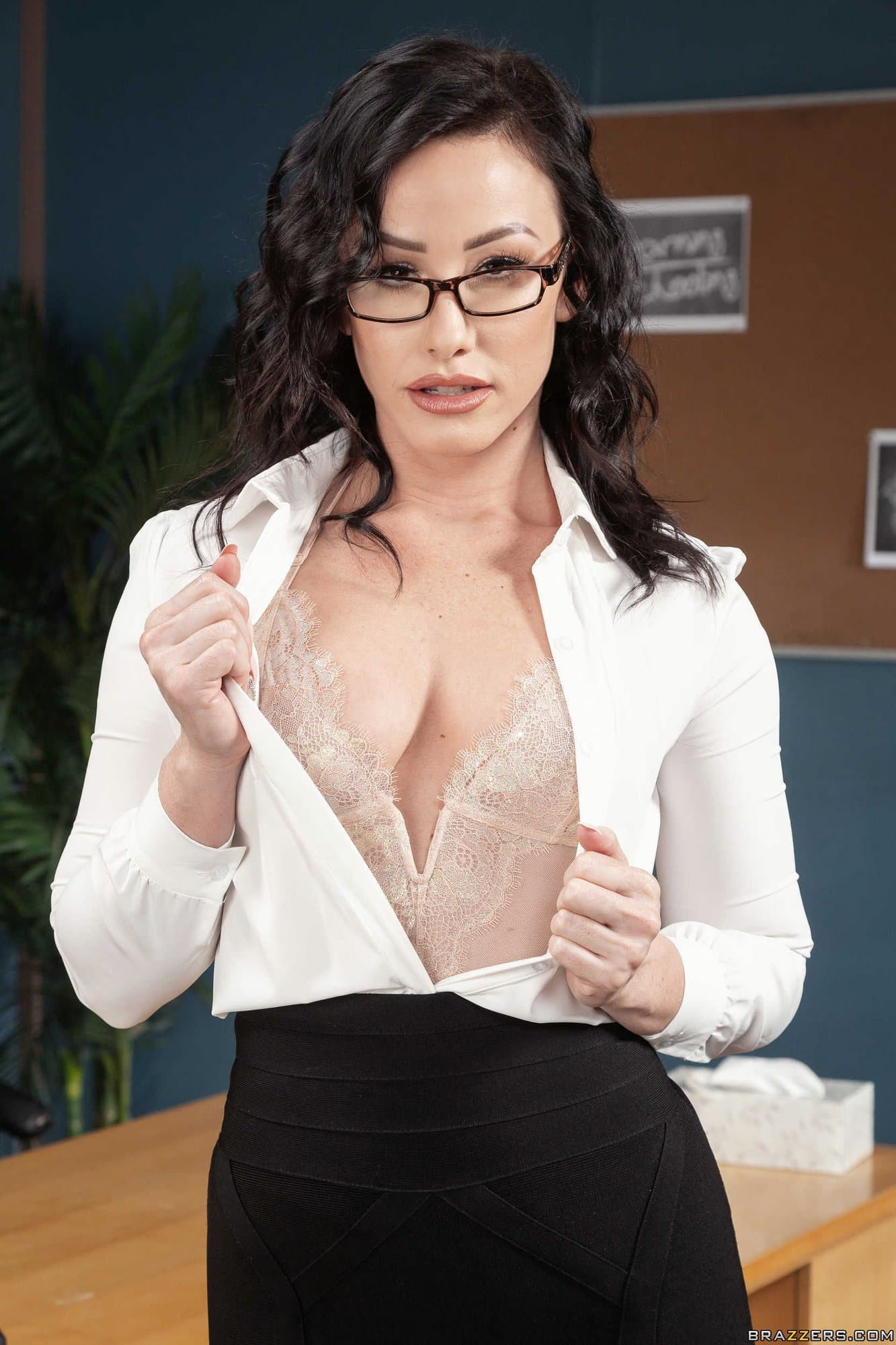 Учительница с сексуальной жопой - фото