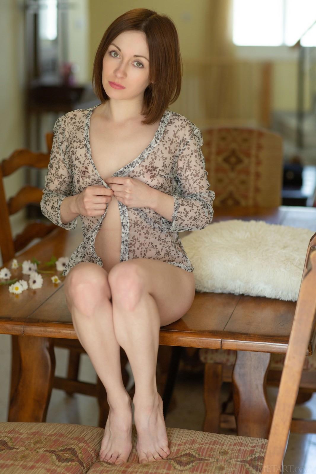 Девушка с плоской грудью и волосатой писькой - фото