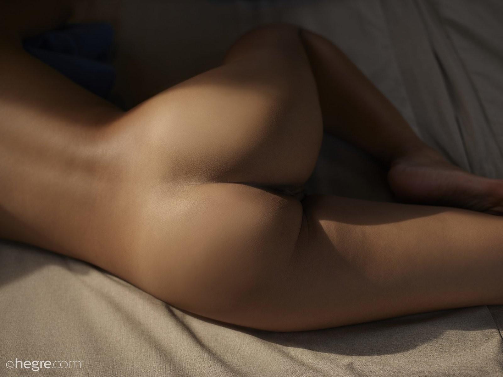 Голая тайка с красивой жопой - фото