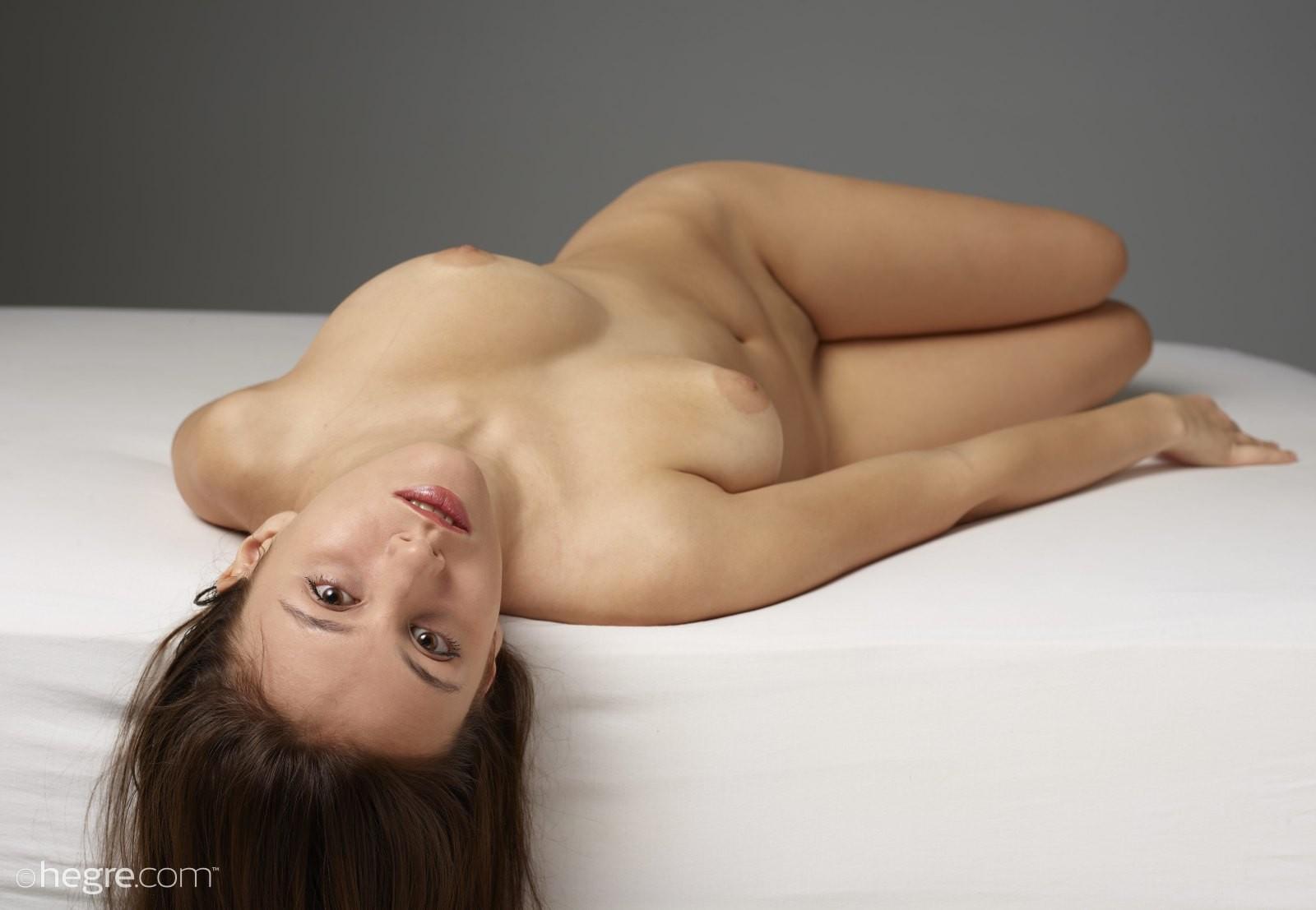 Красавица с натуральными буферами - фото
