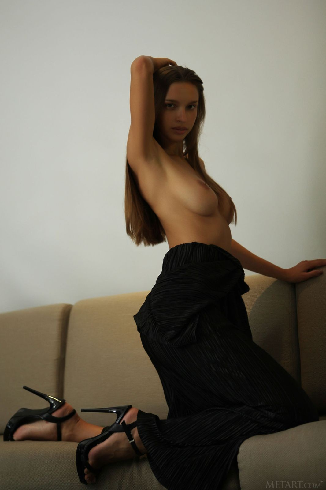 Секси краля с длинными ногами - фото