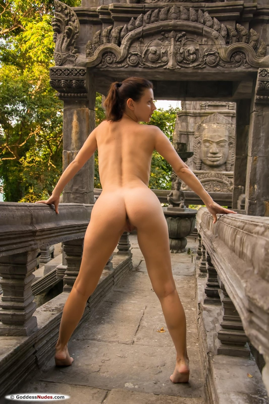 Развратная туристка разделась на Бали - фото