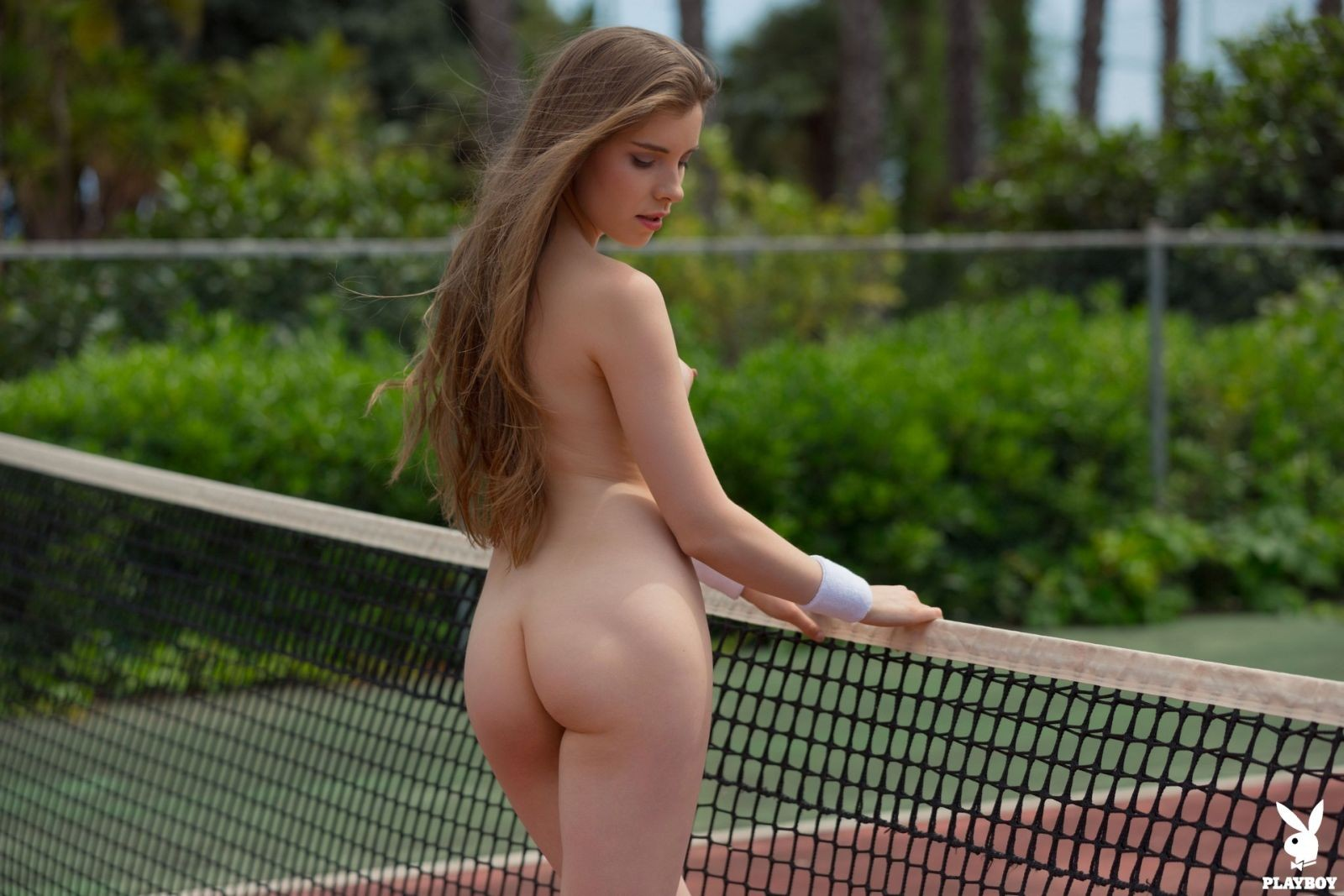 Сексуальная теннисистка с красивой фигурой - фото