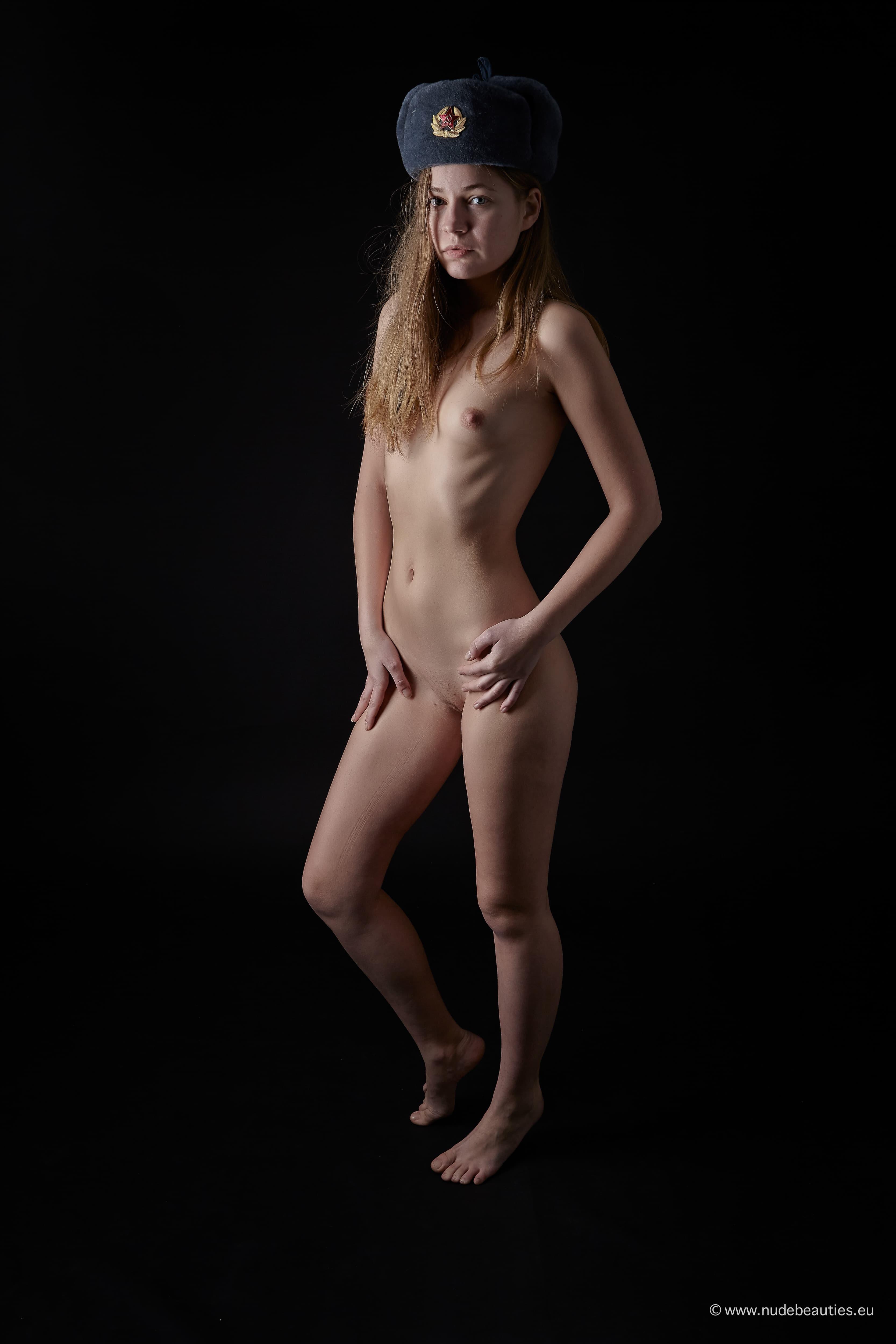 Русская модель с плоскими сиськами - фото