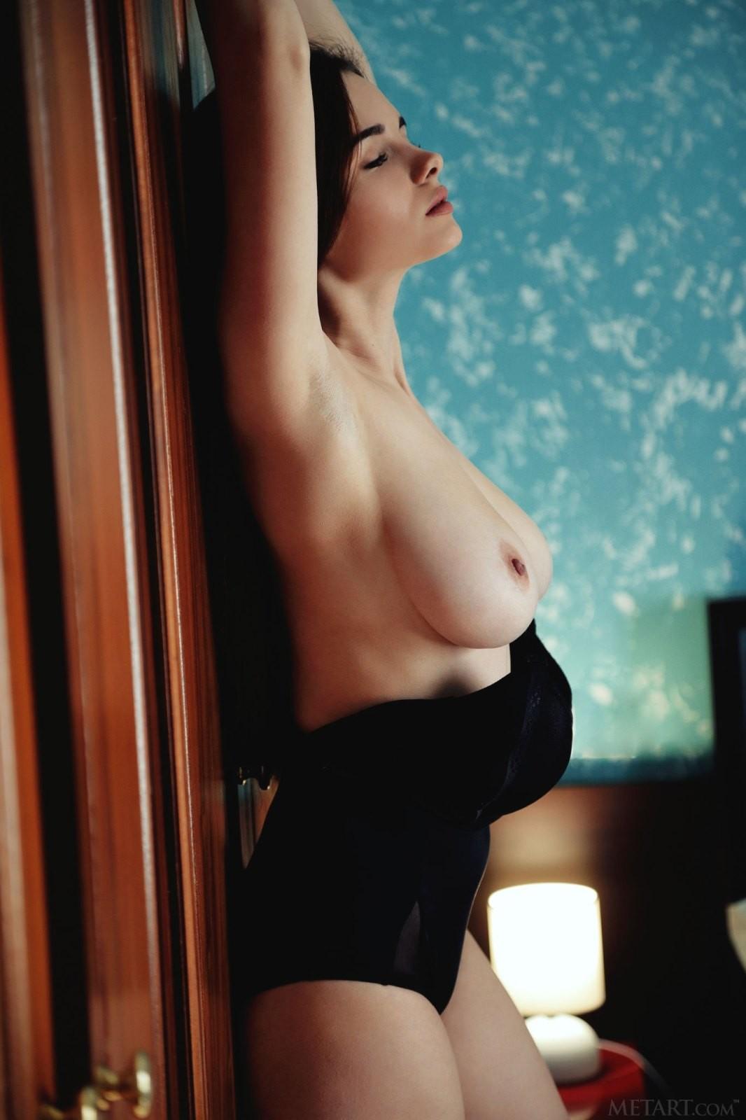 Девушка с большими натуральными дойками - фото