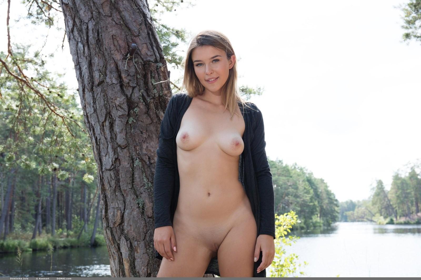 Девица со сладкой попой на природе - фото