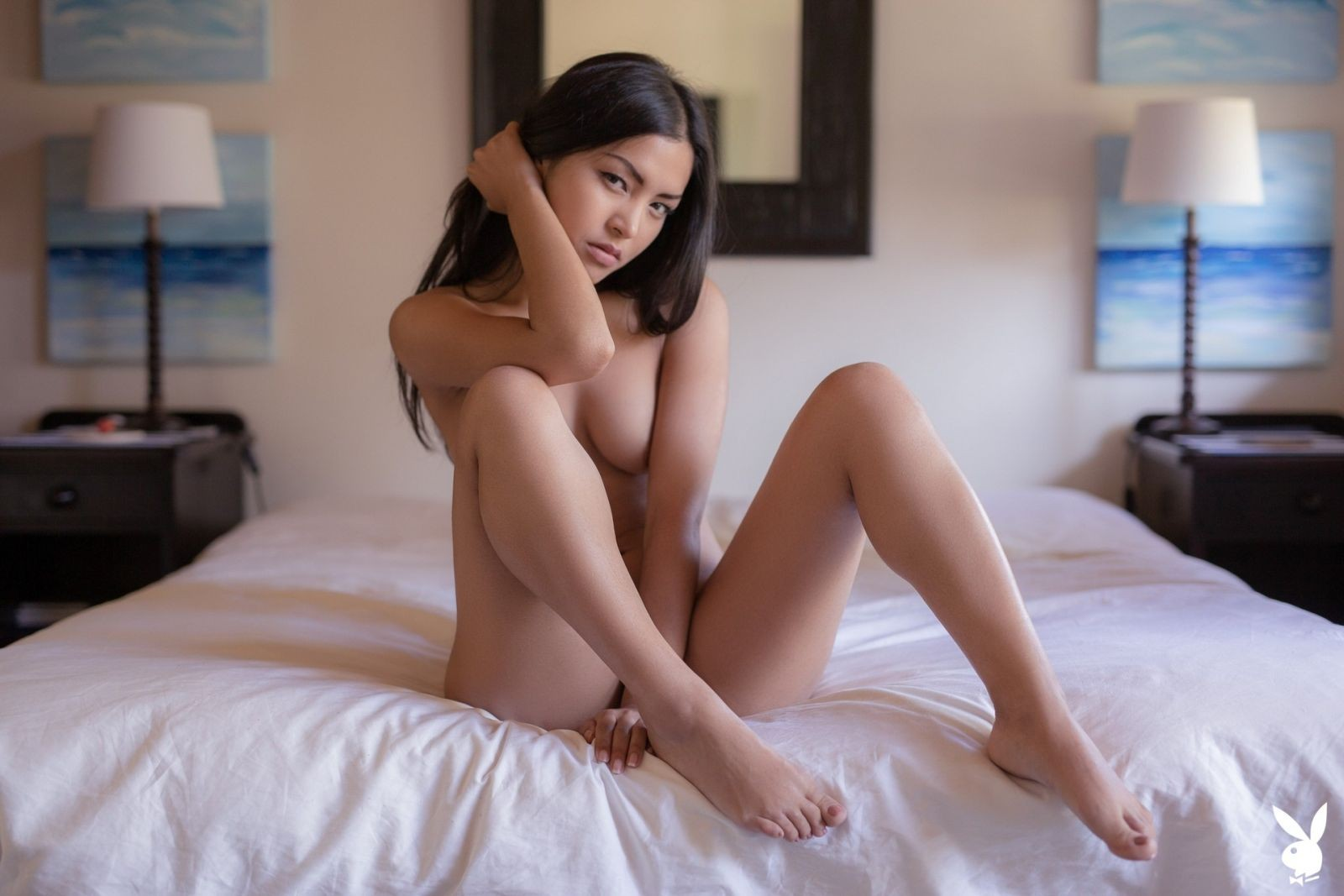 Азиатская модель с пирсингом на письке - фото